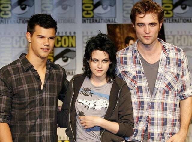 Taylor Lautner, Kristen Stewart a przede wszystkim Robert Pattinson z dnia na dzień stali się rozpoznawalnymi na całym świecie gwiazdami. Wszystko za sprawą filmu