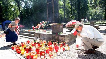 12.00 Warszawa. Powązki Wojskowe. Pomnik Gloria Victis
