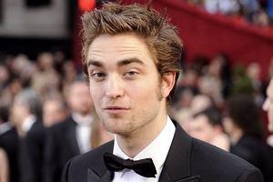 Nowy idol nastolatek Robert Pattinson wygrał kolejny plebiscyt. Tym razem został okrzyknięty najseksowniejszym facetem w Hollywood. Johnny Depp czy David Beckham nie mieli szans w starciu z aktorem z filmu 'Twilight'. Zgadzacie się z wyborem czytelniczek brytyjskiego 'Glamour'?