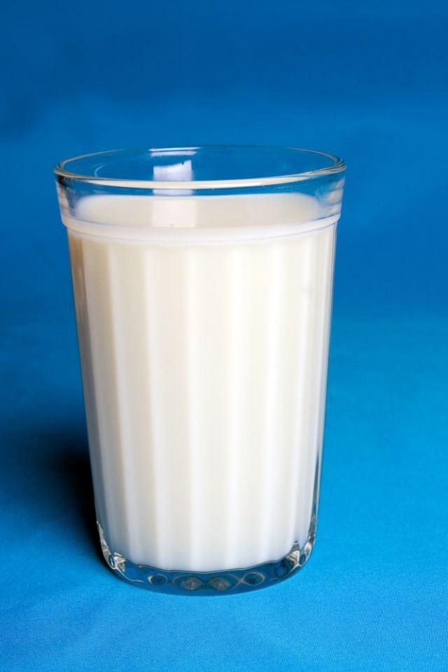 Picie mleka, szczególnie w młodym wieku, sprzyja rozwojowi.
