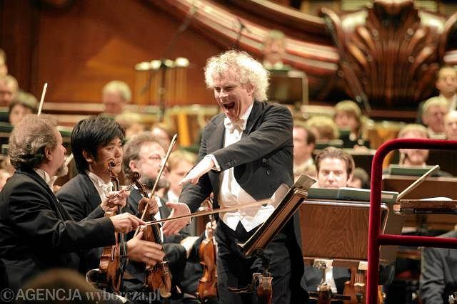 Simon Rattle w Filharmonii Narodowej w Warszawie. Na zdjęciu z Filharmonikami Berlińskimi