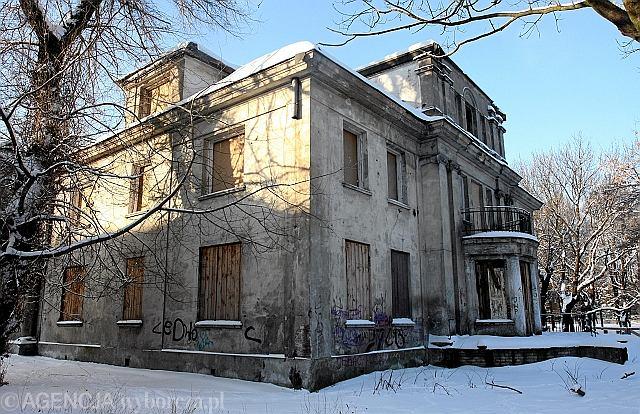 Opuszczona willa Arpada Chowańczaka i jej zaniedbany ogród / Fot.Grażyna Jaworska / Agencja Gazeta