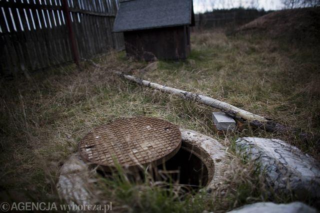 Miejscowość Dzbądź położona 100 km od Warszawy. Tu w dole na szambo więziony był Krzysztof Olewnik przez ostatnie 19 dni życia