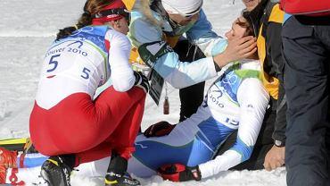 Vancouver 2010. Petra Majdić po finale sprintu. Z lewej Justyna Kowalczyk
