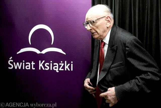 Władysław Bartoszewski podczas spotkania promującego książkę Michała Komara ''Środowisko Naturalne. Korzenie''
