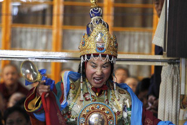 Tybetańska wyrocznia Fot. AP/Ashwini Bhatia