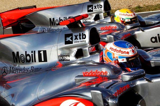 Samochody McLarena z logo XTB