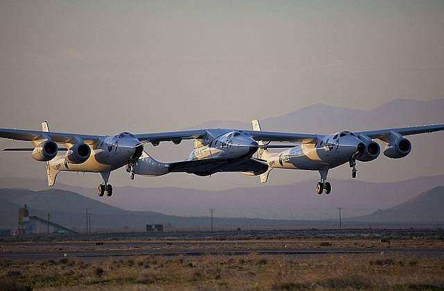 VSS Enterprise podczepiony do samolotu-matki