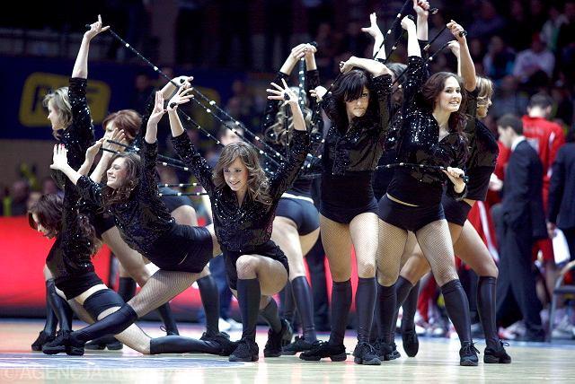 Cheerleaderki z Rosji wzbudzały euforię publiczności. - Przynosimy szczęście rywalom Olympiakosu. Kiedy grali u nas też przegrali. W Polsce przyniosłyśmy szczęście Prokomowi - mówiły po występie.
