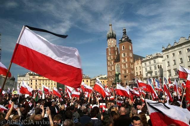 Krakowski Rynek: pogrzeb prezydenckiej pary