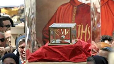 Procesyjne przeniesienie relikwi błogosławionego ksiedza Jerzego Popiełuszki do Świątyni Opatrzności Bożej.