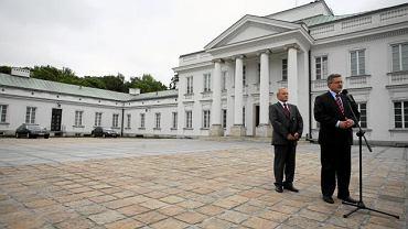 Bronisław Komorowski przed Belwederem