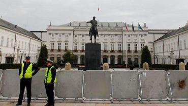 Krzyż sprzed Pałacu Prezydenckiego usunięto po godzinie 8. rano 16 września