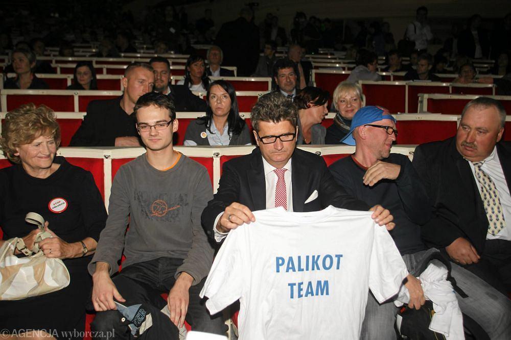 Janusz Palikot z koszulką ''Palikot Team''