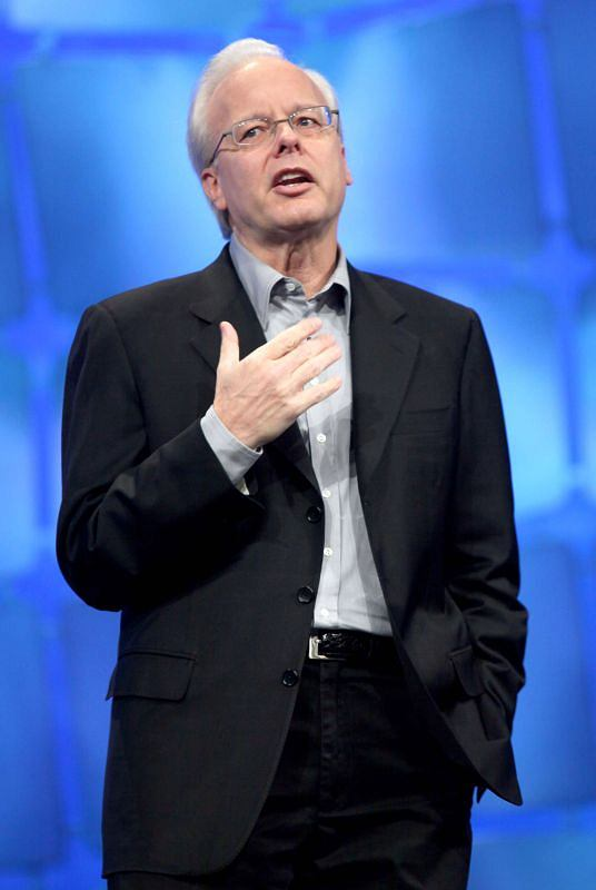 In this Nov. 17, 2009 file photo, Microsoft Chief Technology Officer Ray Ozzie speaks at the company's Professional Developers Conference in Los Angeles. In an e-mail sent to Microsoft Corp. employees Monday, Oct. 18, 2010, CEO Steve Ballmer announced that Ozzie, Bill Gates' successor as Microsoft's Chief Software Architect, is leaving the company. (AP Photo/Nick Ut, File)