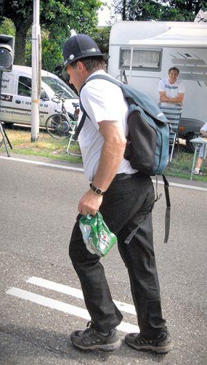 Vierdaagse: Bobby uznał, że najlepszym izotonikiem jest piwo.