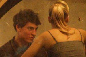 Wygląda na to, że w tej edycji Tańca z gwiazdami nie obejdzie się bez romansu. Fotoreporter przyłapał Pawła Stalińskiego na kolacji z Izą Janachowską. Model karmił taneczną partnerkę, żartował i flirtował. Zobaczcie, jak wyglądało to spotkanie na szczycie.