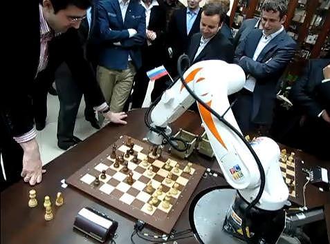 Kramnik kontra Chess Terminator (po prawej)
