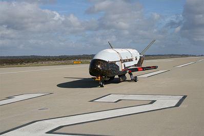 X-37 na pasie startowym.