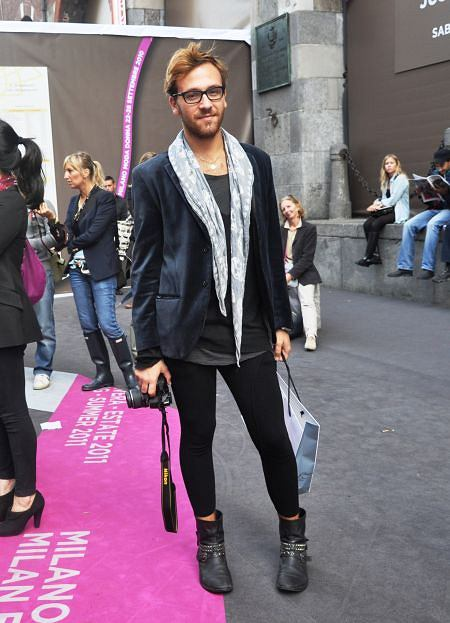 marynarka - H&M, longsleeve - Ermanno Scervino, t-shirt - H&M, legginsy - Ermanno Scervino, buty - Sinergie, chusta - Alexander McQueen