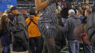 Meksykańska reporterka Inez Sainz podczas Media Day przed Super Bowl.