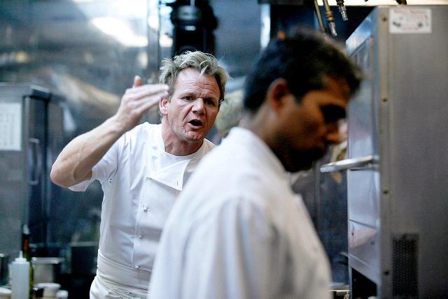 Ramsay nie przebiera w słowach, gdy coś mu się nie podoba albo nie smakuje - scena z programu 'Kuchenne koszmary'