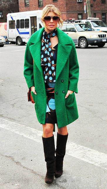 Fergie w zielonym płaszczu podczas tygodnia mody w Nowym Jorku