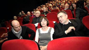 Twórcy filmu ''Krzyż'' Jan Pospieszalski i Ewa Stankiewicz oraz redaktor naczelny ''Gazety Polskiej'' Tomasz Sakiewicz
