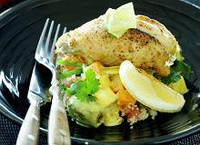 Kurczak w sosie oliwkowo-cytrynowym z sałatką z kuskus z cynamonem i kminem rzymskim - ugotuj