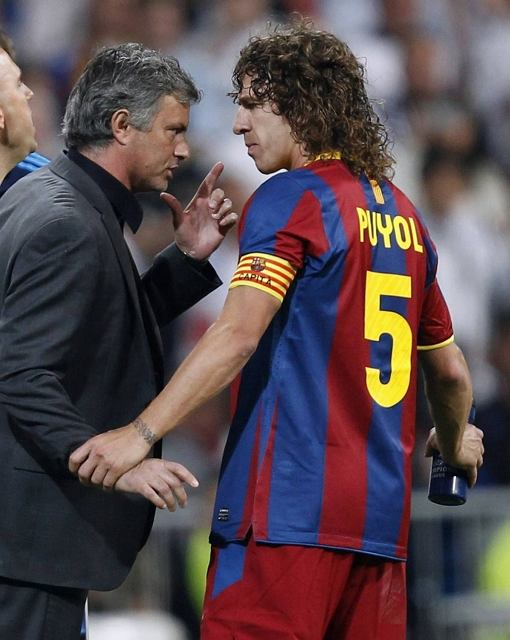 Wymiana zdań o czerwonej kartce dla Pepe. Jose Mourinho i kapitan Barcelony Carles Puyol. Real - Barcelona w Lidze Mistrzów