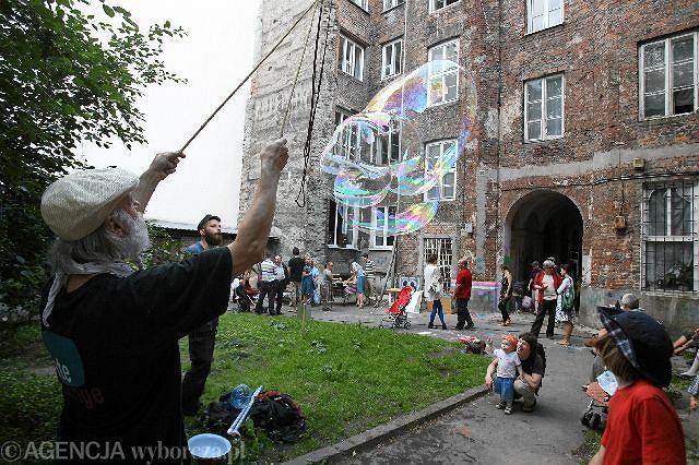 Święto podwórka przy ul. Wilczej 30 zorganizowane przez Kolektyw Syrena