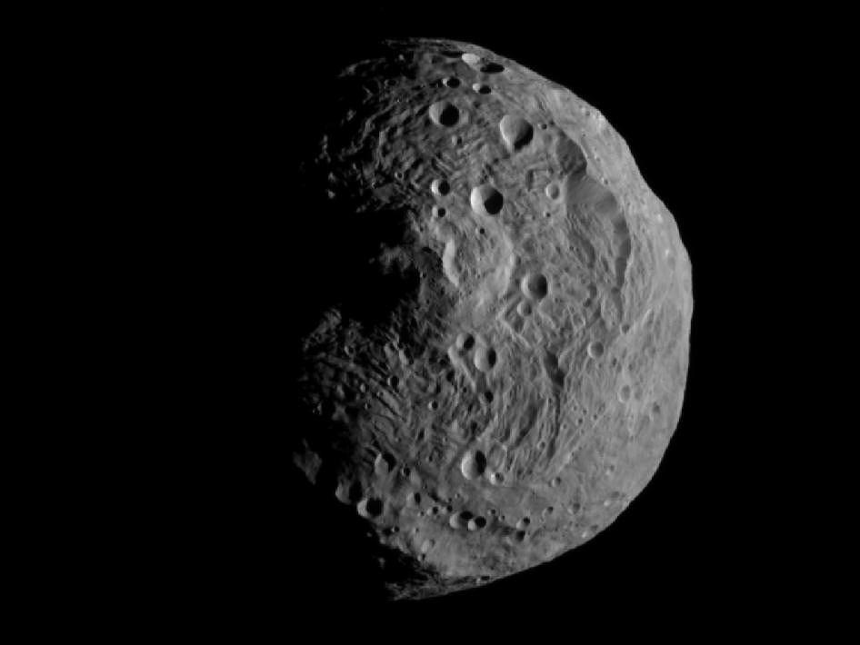 Sonda Dawn przesłała pierwsze zdjęcie wykonane już po wejściu na orbitę planetoidy Westa.
