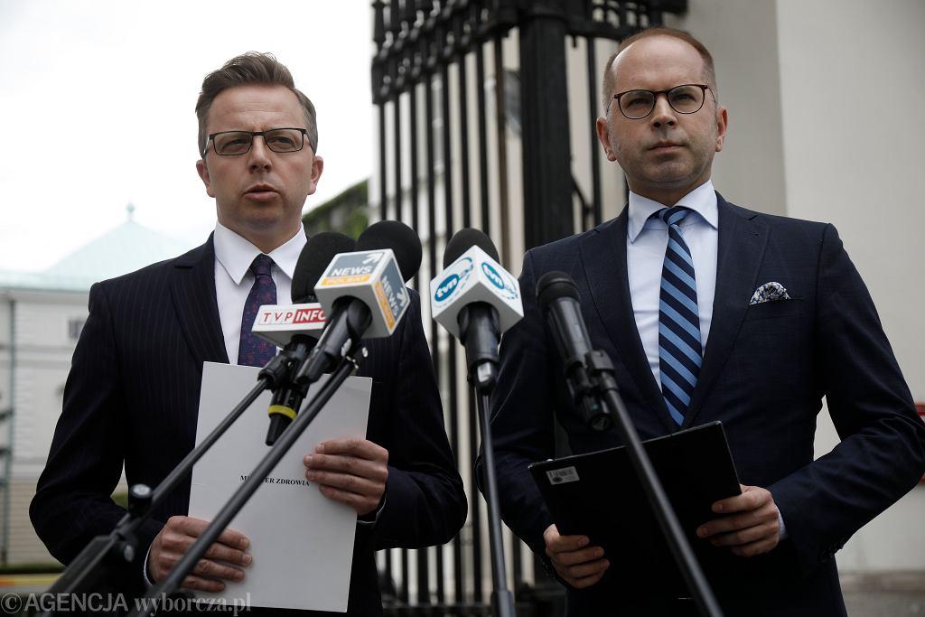 Posłowie Michal Szczerba (z prawej) i Dariusz Joński
