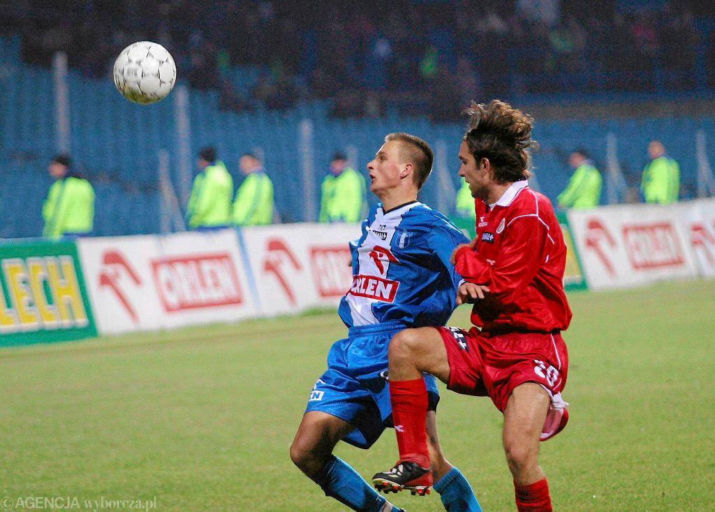 Październik 2003 r. Ostatnia wygrana Wisły z Widzewem na stadionie w Płocku (3:1). Na zdj. z lewej Sławek Peszko