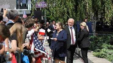 Posłanka PiS Krystyna Pawłowicz w drodze na pl. Krasińskich, gdzie prezydent Trump wygłosi przemówienie. Warszawa, 6 lipca 2017