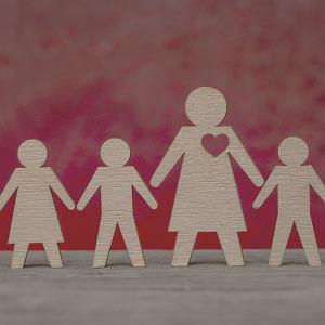 Kobieta w Polsce jest warta tyle, ile dzieci zdołała urodzić. Czy mamy prawo żyć nie dla dziecka, ale dla siebie?