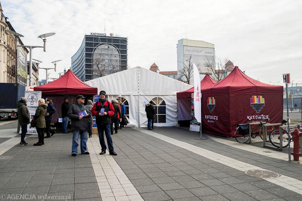 Zdjęcie numer 7 w galerii - Światowy Dzień Ubogich w Katowicach. Przyszło ok. 300 potrzebujących