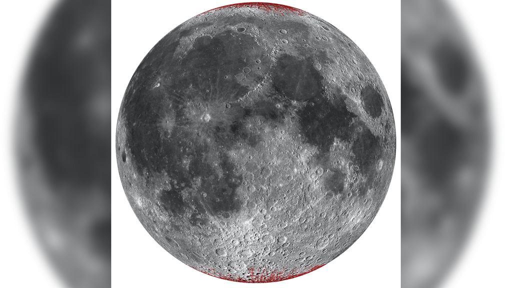 Występowanie hematytu (rdzy) na Księżycu zaznaczono czerwonym kolorem