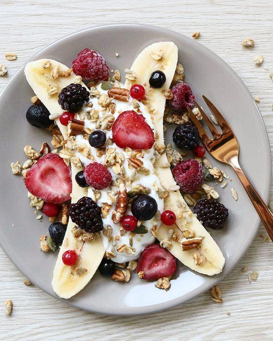 Banan na śniadanie to świetny pomysł - jest lekki, zdrowy i sycący
