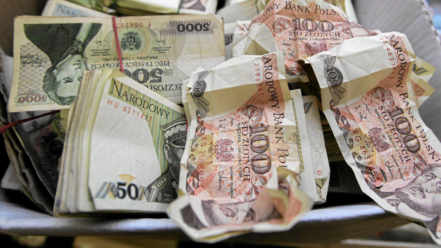 Banknoty przed denominacją