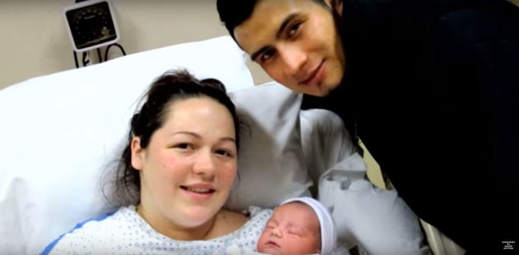 Świeżo upieczona mama z mężem i nowonarodzonym dzieckiem