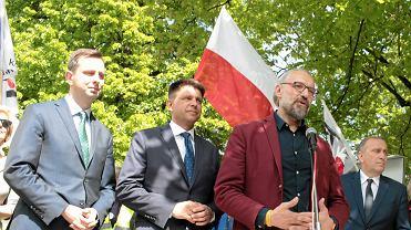 """Władysław Kosiniak-Kamysz, Ryszard Petru, Grzegorz Schetyna i Mateusz Kijowski podczas konferencji organizatorów marszu """"Jesteśmy i będziemy w Europie"""""""