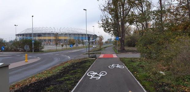 Zdjęcie numer 10 w galerii - Nowa ścieżka dla rowerzystów biegnie przy Motoarenie, bajeczne kolory wokół [ZDJĘCIA]