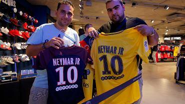 Dumni posiadacze nowych koszulek Neymara