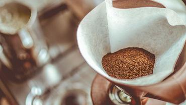 Do mielenia kawy najlepiej używać młynków żarnowych, dzięki którym uzyskamy równomiernie zmielone ziarna.