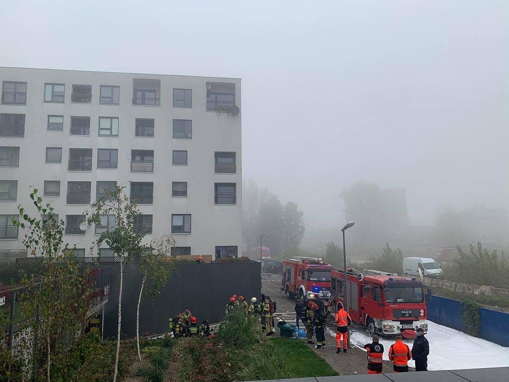 Pożar w garażu podziemnym w jednym z bloków przy ulicy Górczewskiej. Ewakuowano 150 mieszkańców.