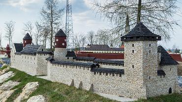 Polska w Miniaturze w Bałtowskim Kompleksie Turystycznym, zamek w Chęcinach
