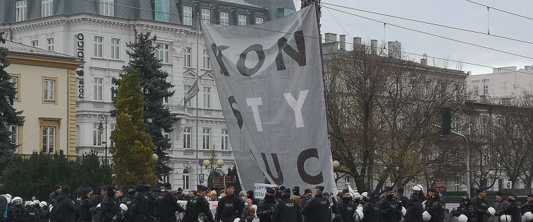 """Scheuring-Wielgus na marszu nazwano krową, kazano """"wy***ać"""""""