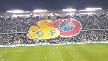 Kibice Legii Warszawa przygotowali transparent uderzający w UEFA