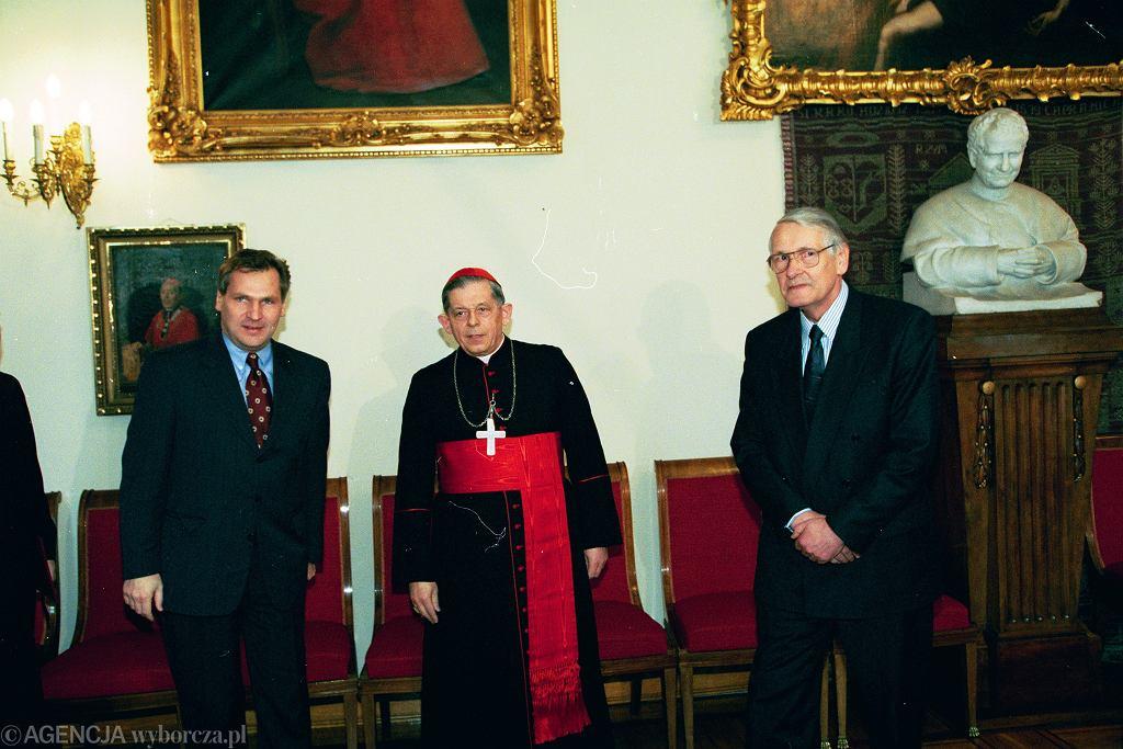 Rozmowy na temat konkordatu prowadzili prezydent Aleksander Kwaśniewski , prymas Józef Glemp i marszałek Sejmu Józef Zych.